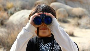 binoculars-100590_700x400